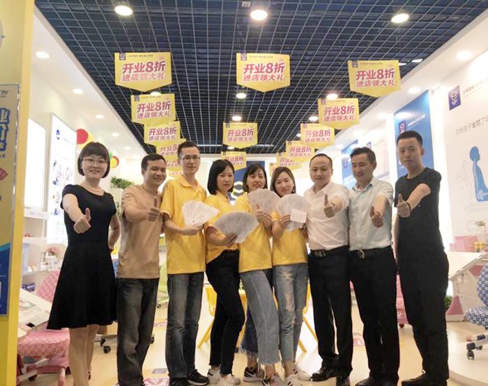 武汉博士有成新店开业3天时间卖50多套学习桌椅,创历史新高